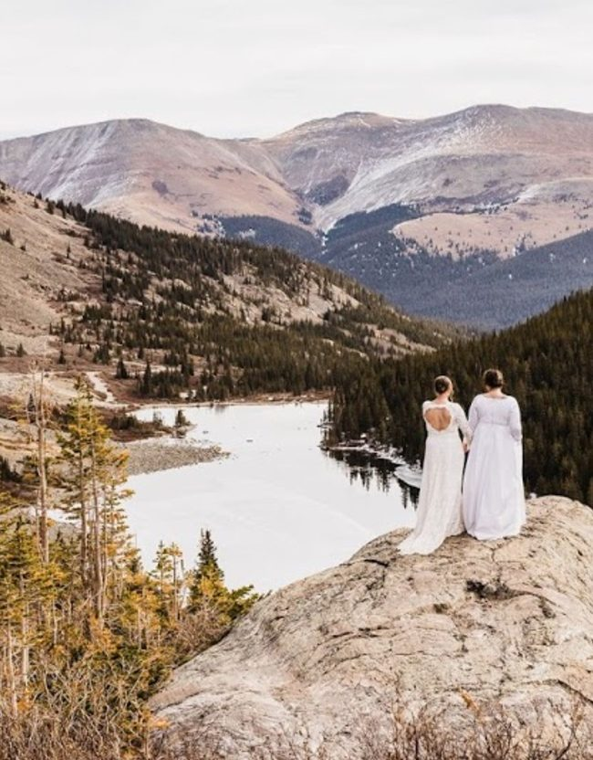 brides at the edge of the cliff